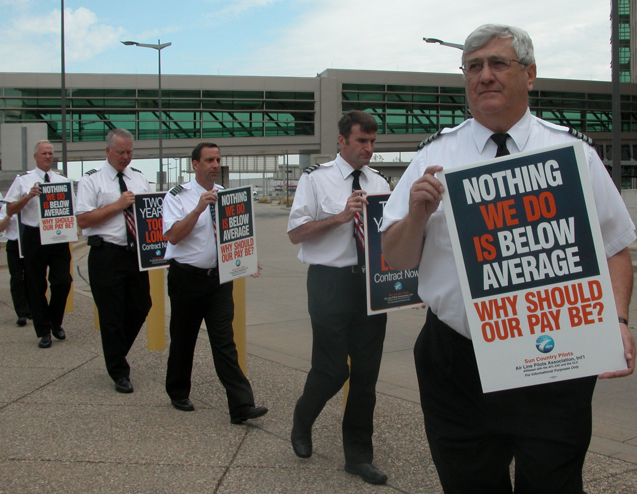 Sun Country Pilots Protest Low Wages Pace Of Negotiations