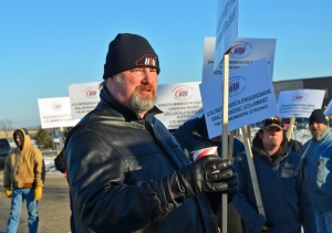 Corey Plath, president of UTU Local 911, representing workers at Progressive Rail, talks to workers on the informational picket line.