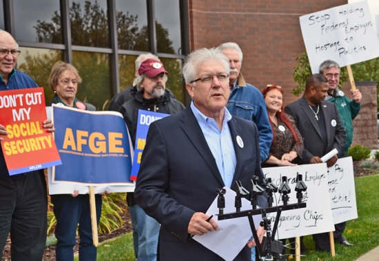 "Minneapolis Regional Labor Federation Bill McCarthy urges Paulsen to support a ""clean"" bill to fund the federal government and end the 16-day shutdown."