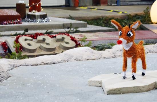 web.ConcreteChristmas-deer-hor