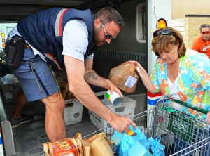 Vicki Beebe, a Community Services liaison for the St. Paul Regional Labor Federation, assisted Letter Carrier Jon Denardo to unload his truck outside the Neighbors Inc. food shelf in South St. Paul.