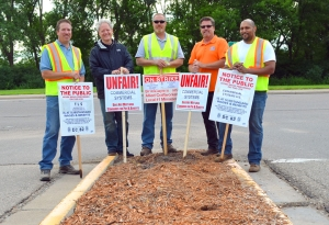 Members of several Building Trades unions picket outside Ridgedale: (L to R) David Sears of Painters District Council 82, Roger LeClair of the Insulators Local 34, Brian Gullickson of the Cement Masons Local 633, Michael Connelly of Laborers Local 563 and Ryan Mims of the Painters.