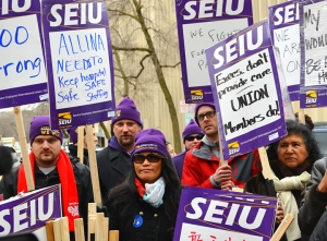 SEIU Healthcare Minnesota members picket outside United Hospital in St. Paul