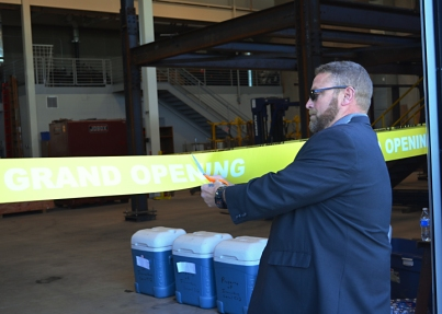 Business Manager Charlie Roberts cuts the ribbon on Local 512's new training center.