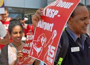 Workers demonstrate outside Terminal 1 at MSP Airport. (photo courtesy SEIU Minnesota)