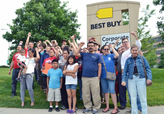 Workers celebrated outside Best Buy's corporate headquarters in Richfield this morning, hours after the company agreed to use responsible cleaning contractors inside its stores.