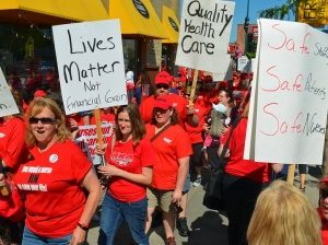 Allina nurses staged informational picketing outside Abbott Northwestern Hospital in Minneapolis last month as part of their campaign for a fair contract.