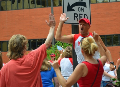 United nurses kept the energy level high during the final hours of picketing in downtown St. Paul.
