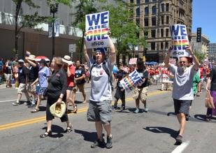 web.PrideParade-chorus