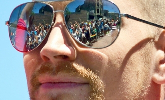 web.PrideParade-shades