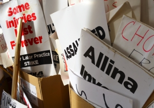 web-allina-picketsign