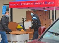 St. Paul Regional Labor Federation President Kera Peterson and Mayor Melvin Carter unload food at an event hosted by IBEW Local 110 on the East Side.